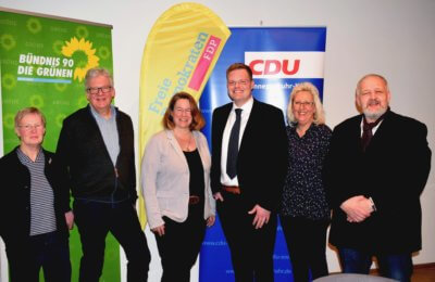 Bürgermeisterkandidat Felix Keßler mit den Parteivorständen